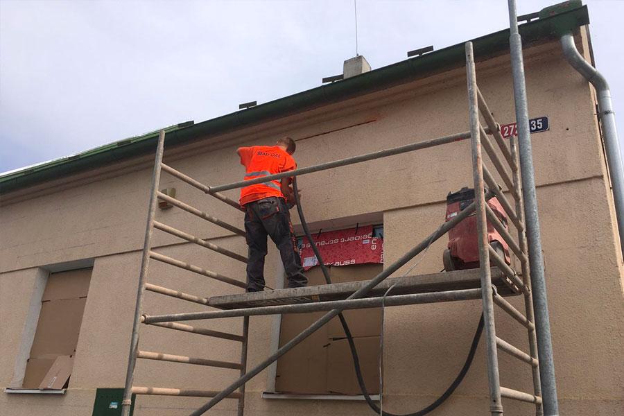 Drážkování před aplikací helikální výztuže